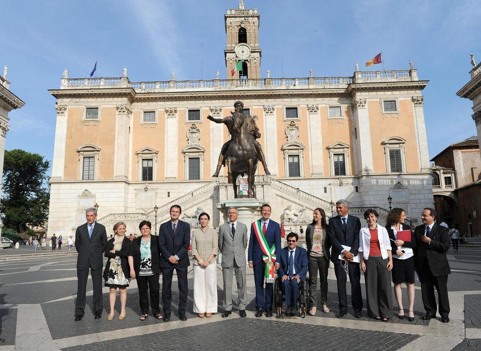 """Gli stipendi """"marziani"""" della giunta Marino"""