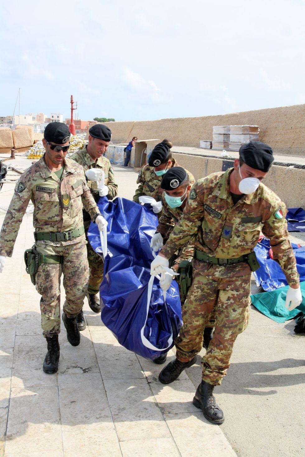 Arriva l'esercito a Lampedusa