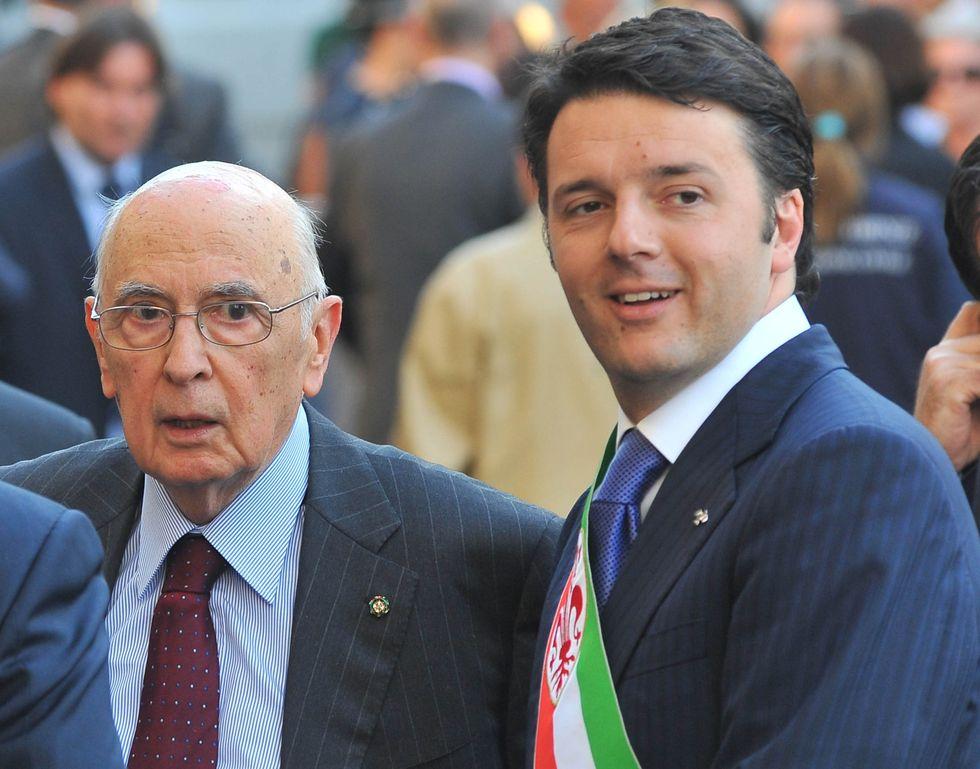 """Lo """"strano amore"""" di Renzi e del Pd per Napolitano"""