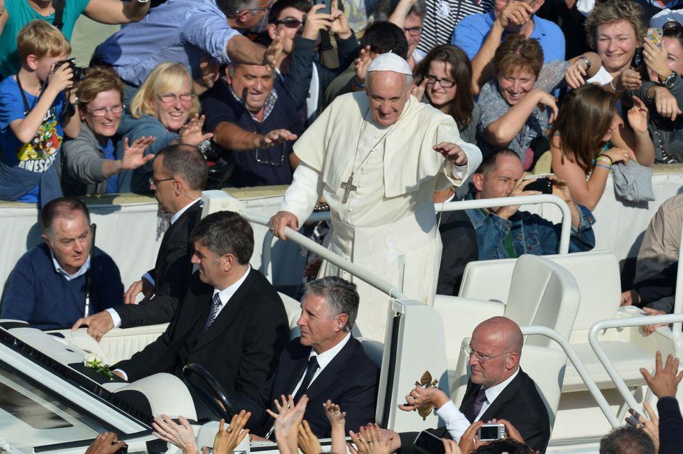 Papa Francesco intercettato: ecco come gli 007 spiano il Vaticano da anni