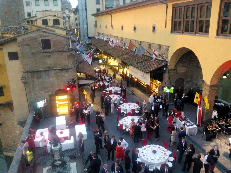 Renzi e la Ferrari su Ponte Vecchio: anatomia di una bugia