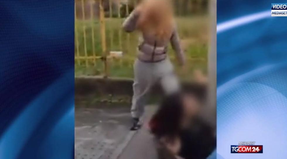 Bullismo a Bollate. Ragazza picchiata fuori da scuola
