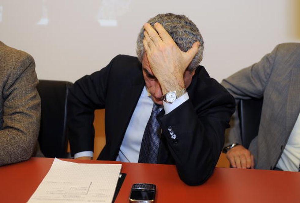 Moretti, il taglio dello stipendio e l'invito di twitter