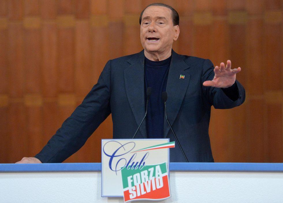 Berlusconi compatta Forza Italia e sfida Renzi