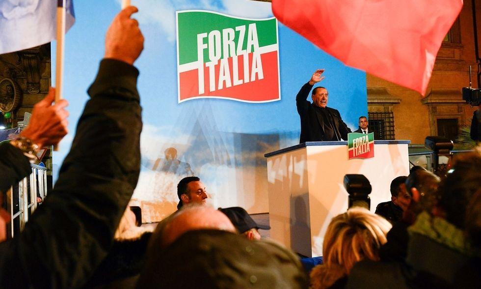 """E Forza Italia ora soffre la """"concorrenza"""" del premier"""