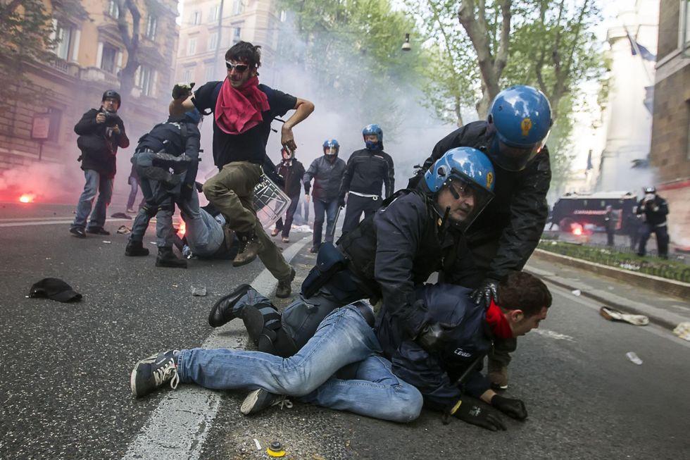 Armi non letali per le forze dell'ordine: Italia fanalino di coda