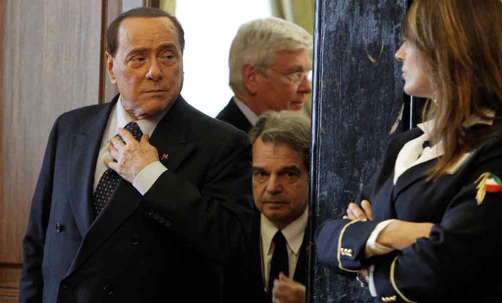 Il Cav ai servizi sociali ma Renzi si affida a Berlusconi