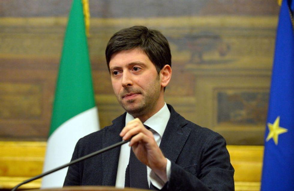 """""""Non possiamo morire del viagra Renzi"""", minoranza Pd sul piede di guerra"""
