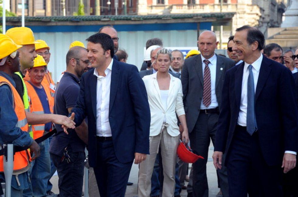 Tutti pro Renzi: la scomparsa dei ditini alzati