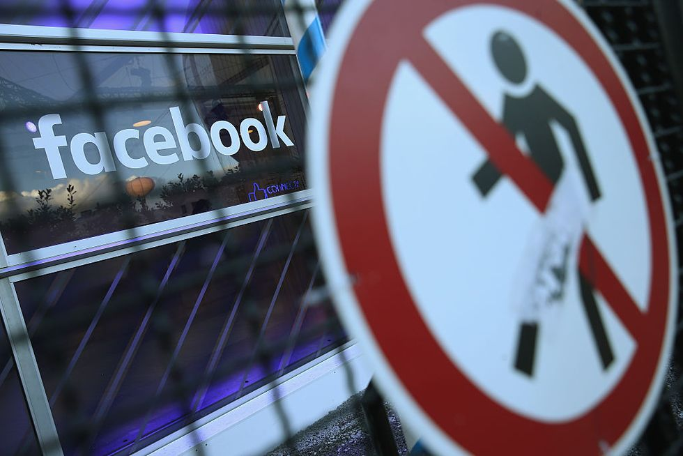 Facebook divieto