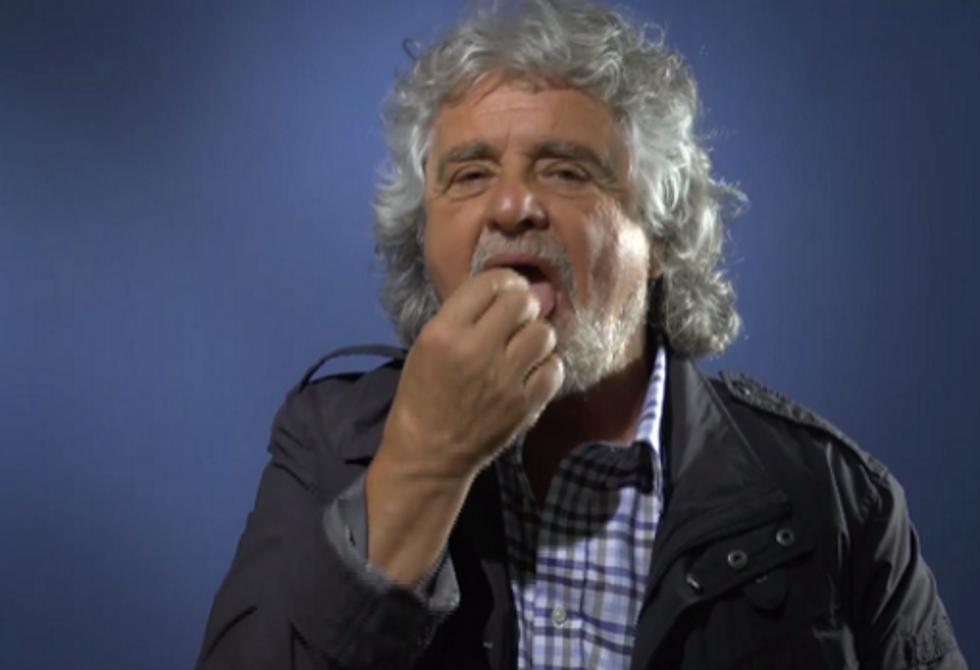 """Beppe Grillo: """"Noi ci siamo"""" e prende il Maalox"""