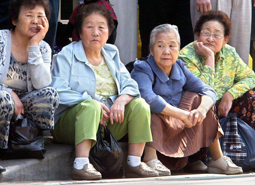Nonne a luci rosse a Seul, vendono sesso per fame