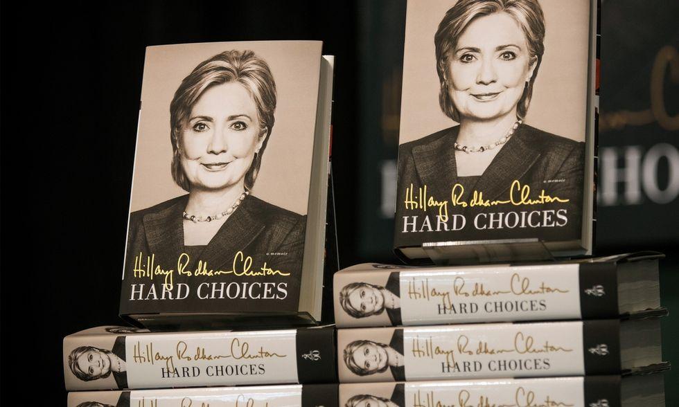 Quattro buoni motivi per non leggere il libro di Hillary Clinton
