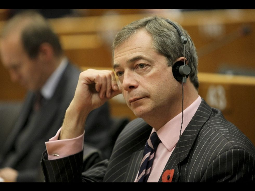 Il sondaggio su Farage spacca gli eurodepuati grillini