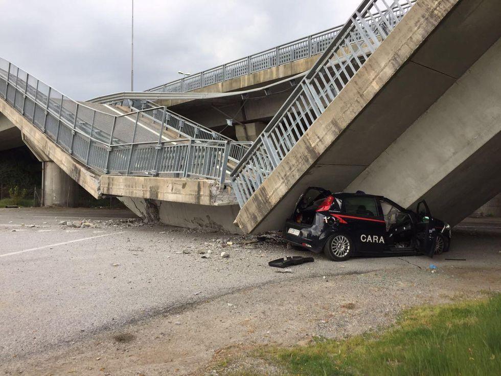 Cavalcavia crolla su auto carabinier