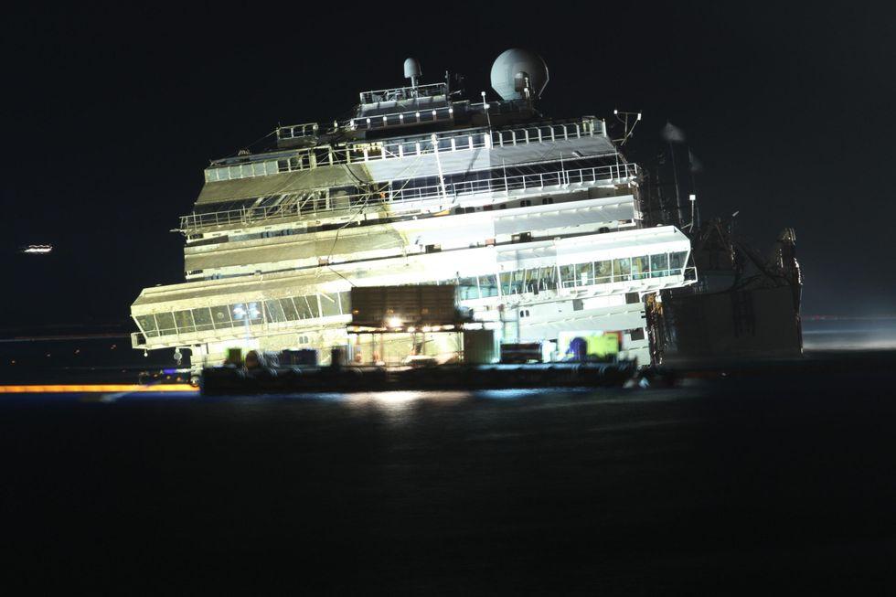 La gloriosa farsa della nave raddrizzata