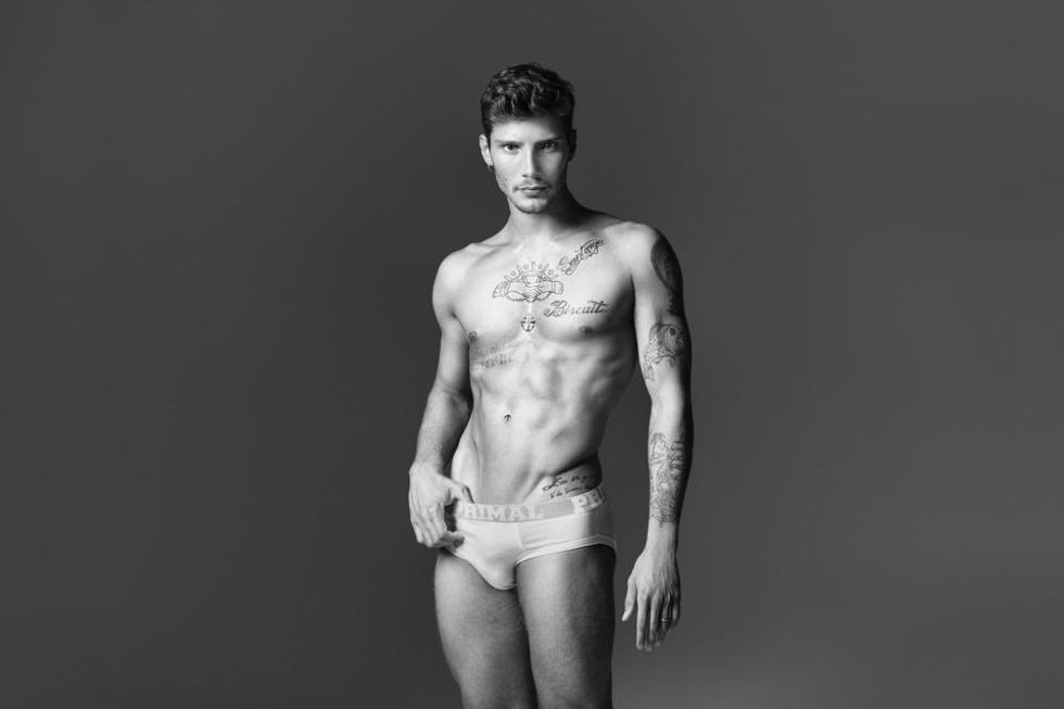 Stefano De Martino come David Beckham, sexy in mutande (low cost)