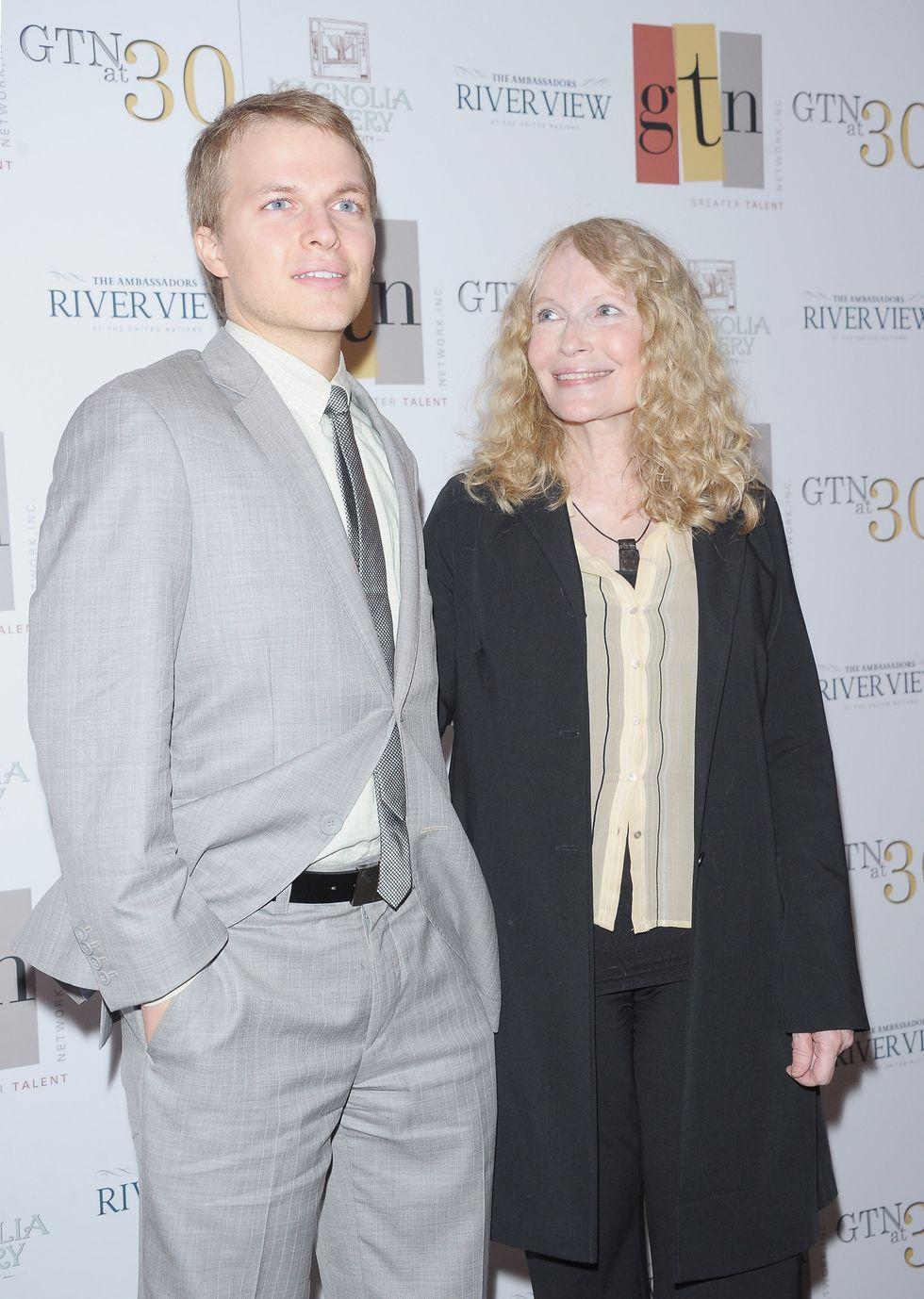"""Mia Farrow: """"Mio figlio Ronan è di Frank Sinatra"""" (e non di Woody Allen)"""
