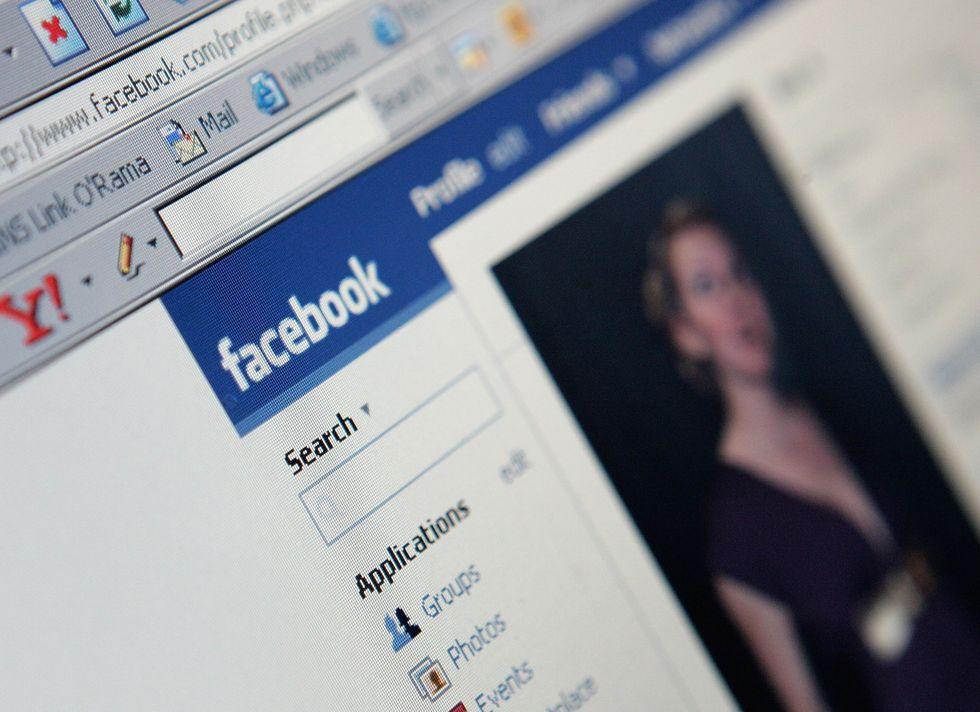 Gli ex? Si spiano su Facebook e Google