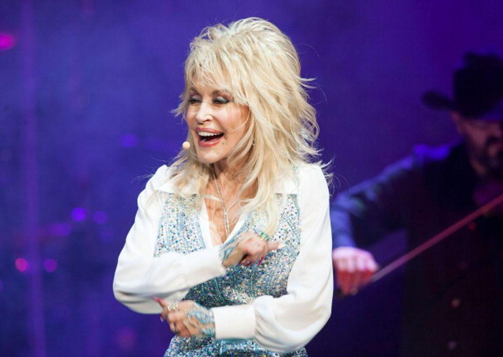 Dolly Parton, matrimonio gay con l'amica del cuore