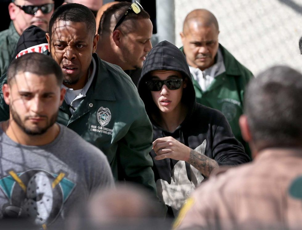 Justin Bieber fuma marijuana sul jet privato