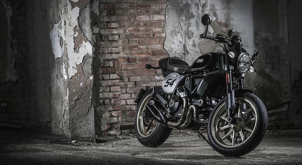 Ducati Scrambler Café Racer, sportiva e modaiola