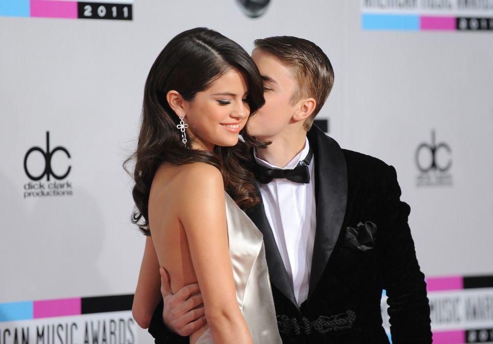 Justin Bieber e Selena Gomez: baci e carezze in un bar del Texas