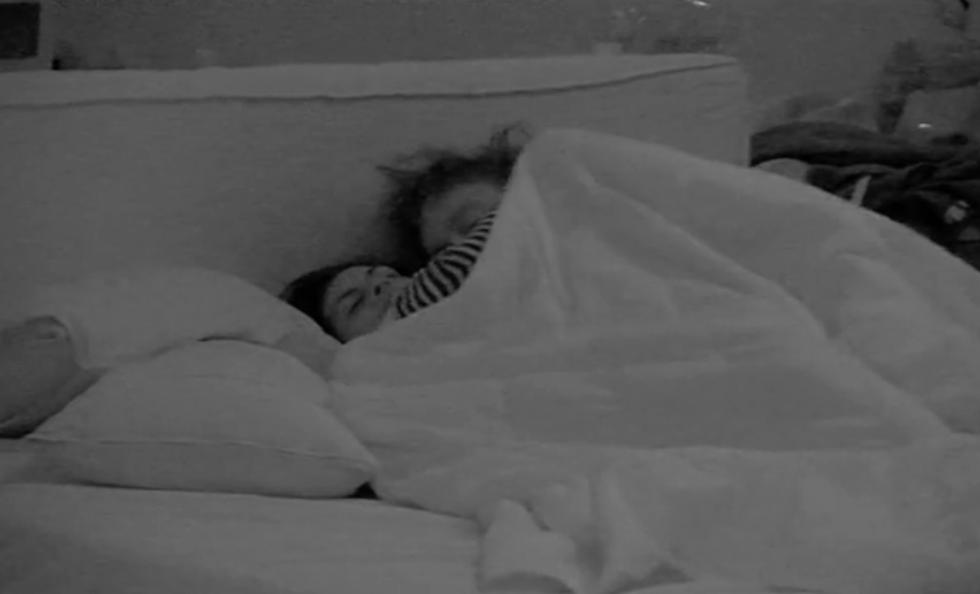 Grande Fratello 13. Angela e Fabio si baciano: è nata una nuova coppia?