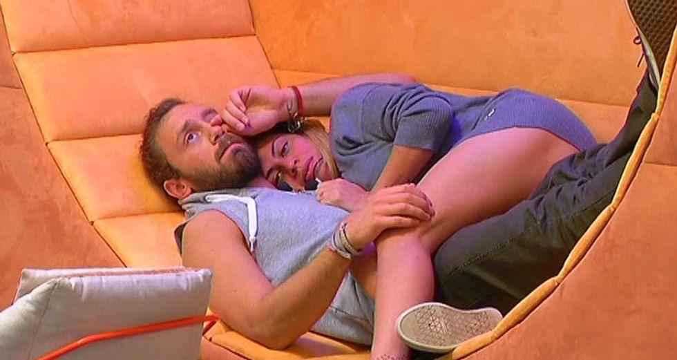 Grande Fratello 13: dopo una settimana di distacco, baci ed effusioni tra Fabio e Angela