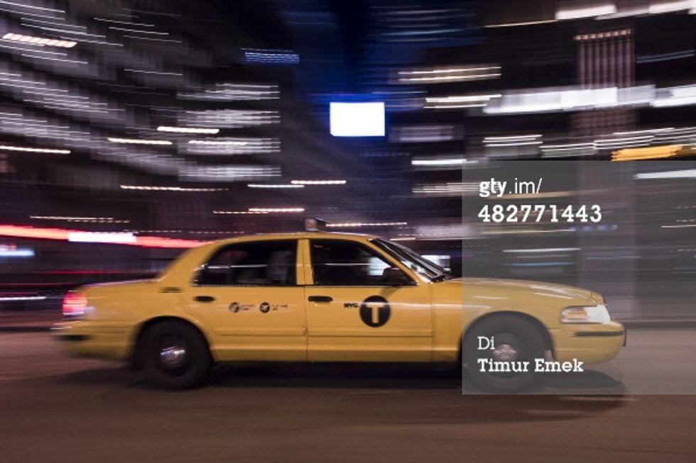Gli oggetti più strani persi in taxi? Anche lingotti e ceneri di defunti