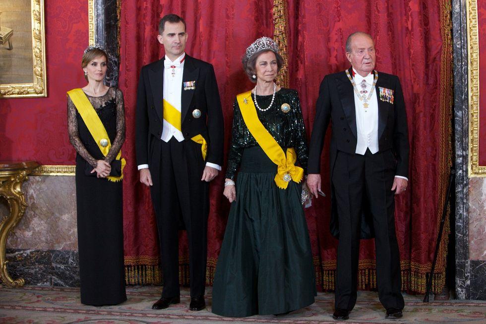 Anche un cameriere e una massaggiatrice tra i figli illegittimi di re Juan Carlos