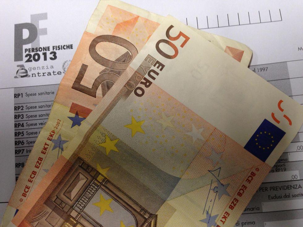 Irpef: chi la paga e quanto fa incassare allo stato, l'imposta che verrà tagliata da Renzi
