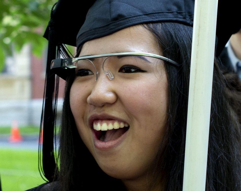 I Google Glass li disegna Luxottica