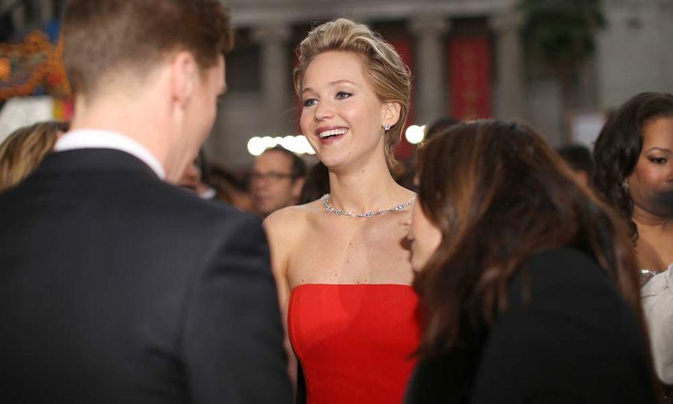 Oscar 2014, Jennifer Lawrence ci ricasca - Il video della caduta