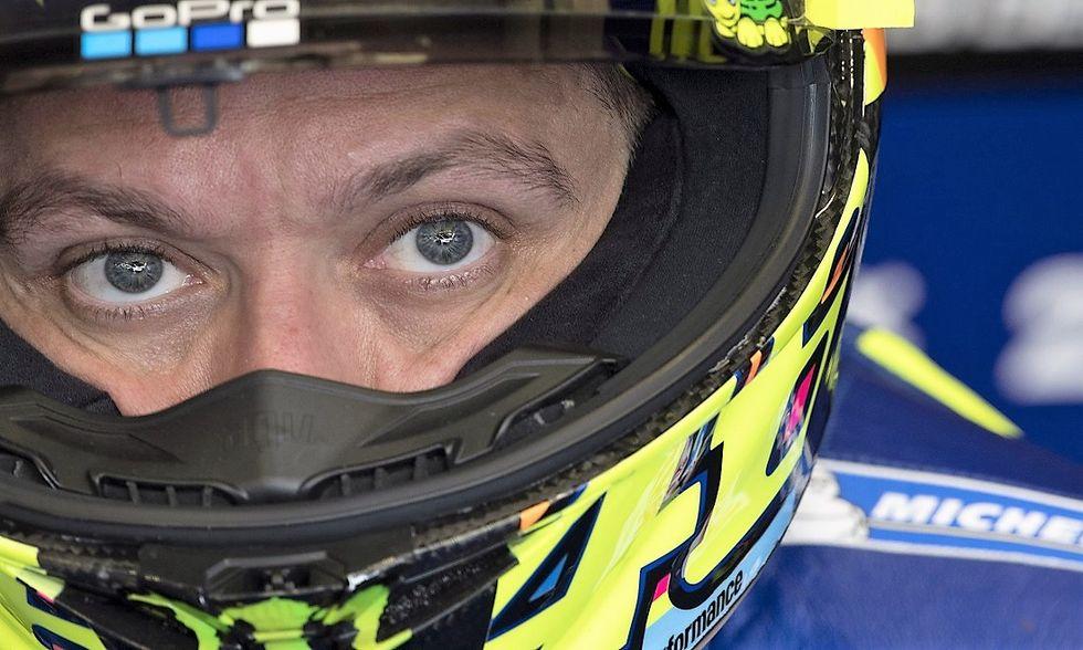 MotoGP: a Le Mans Rossi rischia troppo e cade all'ultimo giro. Vince Viñales