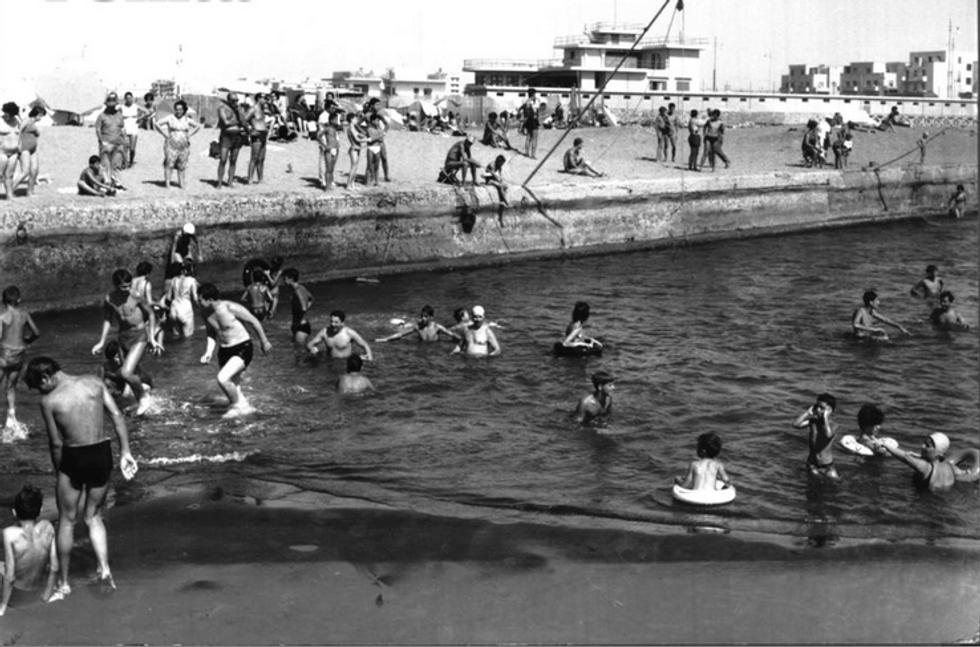 """Il tragico doppio nell'estate del litorale romano: """"Fantozzi"""", il libro giusto per i bagni"""
