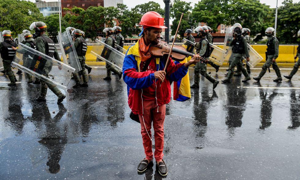 Un violinista contro Maduro a Caracas