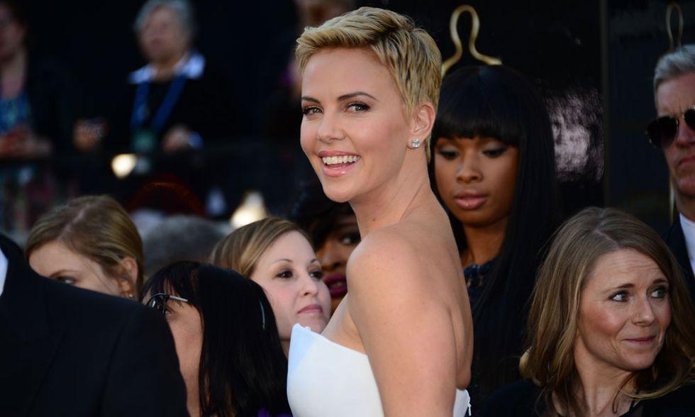 Oscar 2013, Charlize Theron e i capelli corti