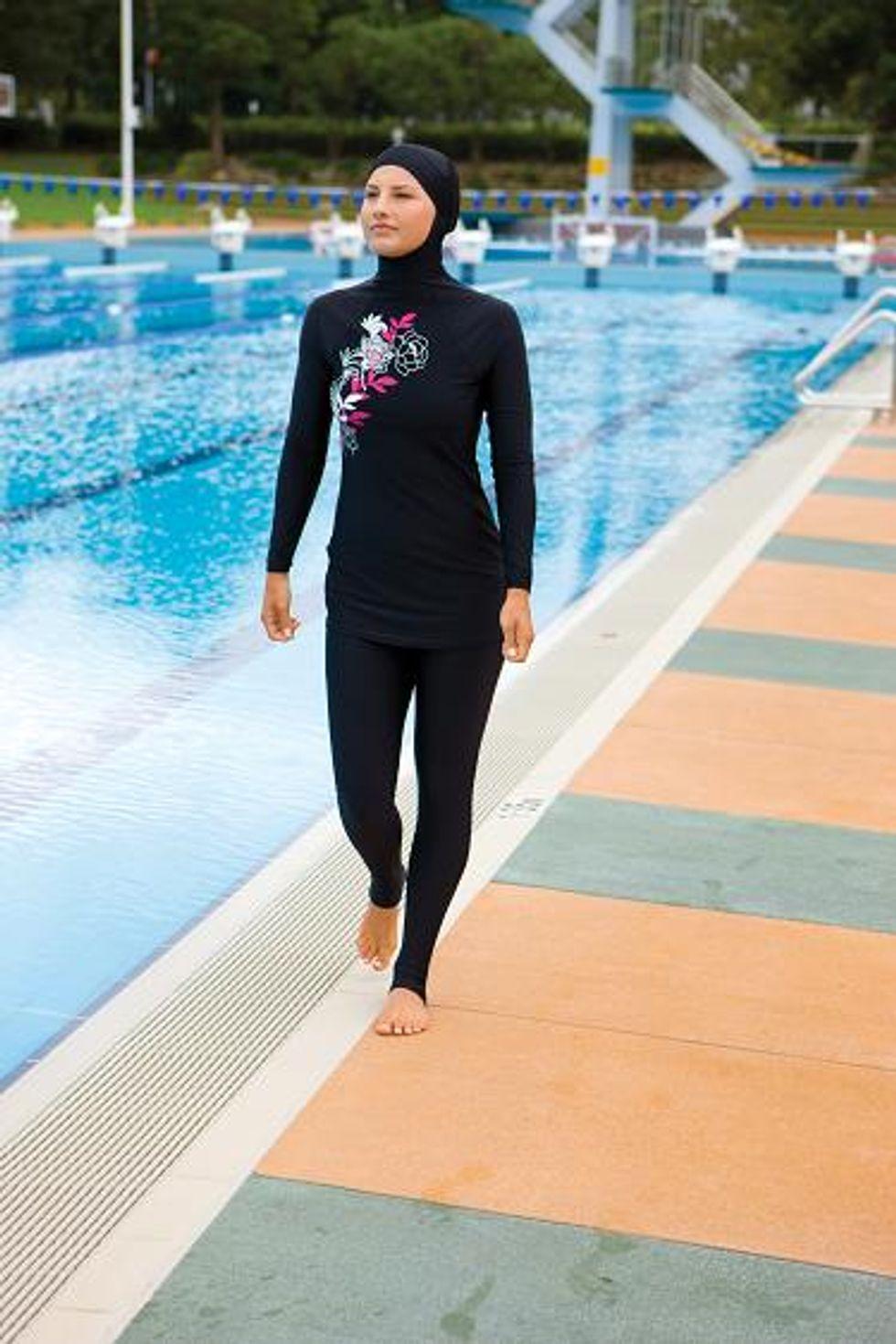 La ragazzina musulmana di Francoforte non può saltare le lezioni di nuoto: c'è il burkini!