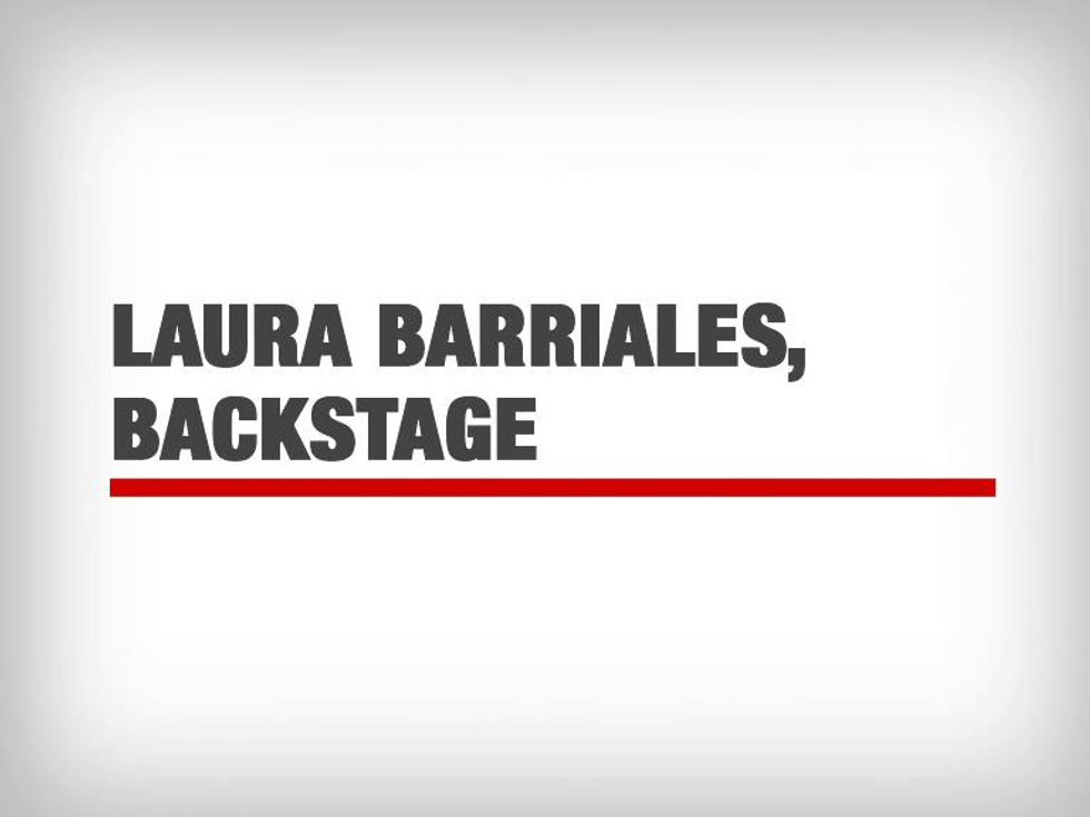 La bellissima Laura Barriales in spiaggia, sul set della copertina di Panorama