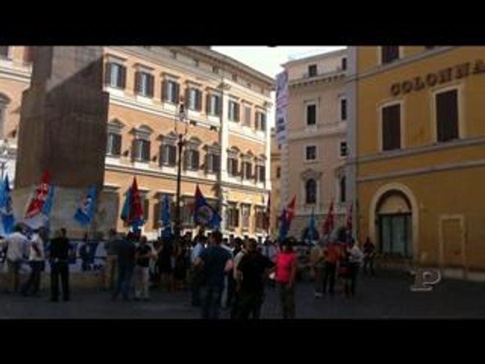 Flash mob contro la spending review: quattro gatti in piazza