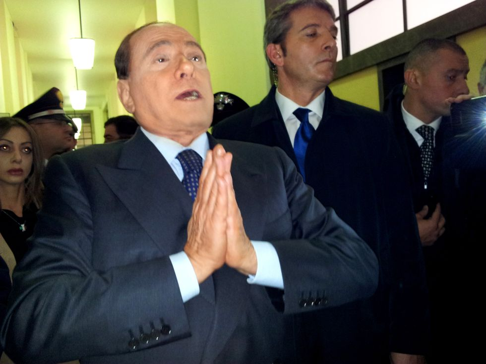 I giudici condannano Berlusconi, il web sfotte