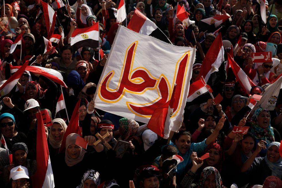 L'Egitto esplode, ma Morsi non molla. Ecco perché