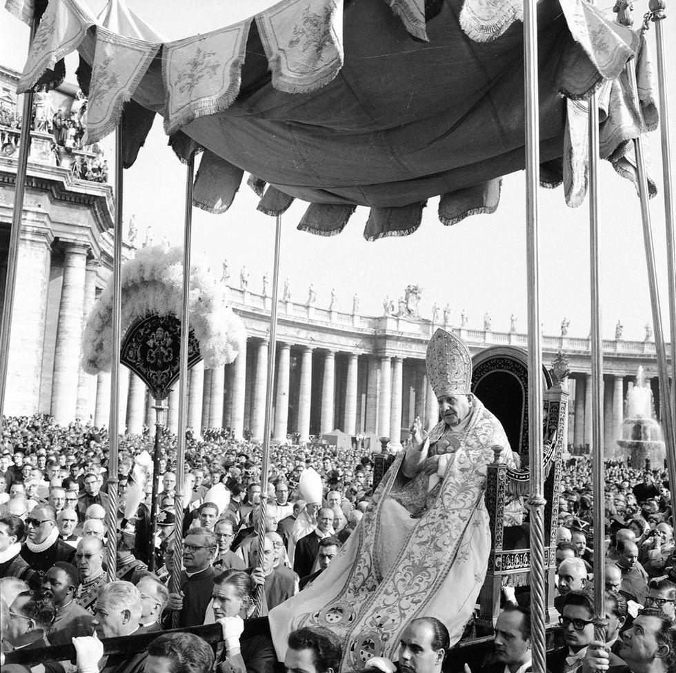 """La """"seconda enciclica"""" di papa Francesco: Giovanni XXIII santo senza miracolo"""