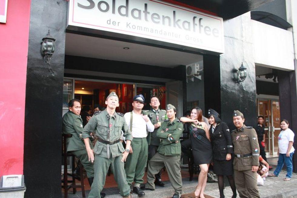 Nazisti in Asia, a Bandung spopola il Soldatenkaffee