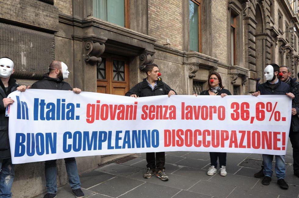 Istat, la disoccupazione giovanile tocca un nuovo record: +43%