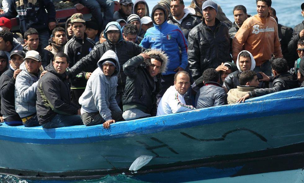 Si ribalta gommone di migranti: dieci morti