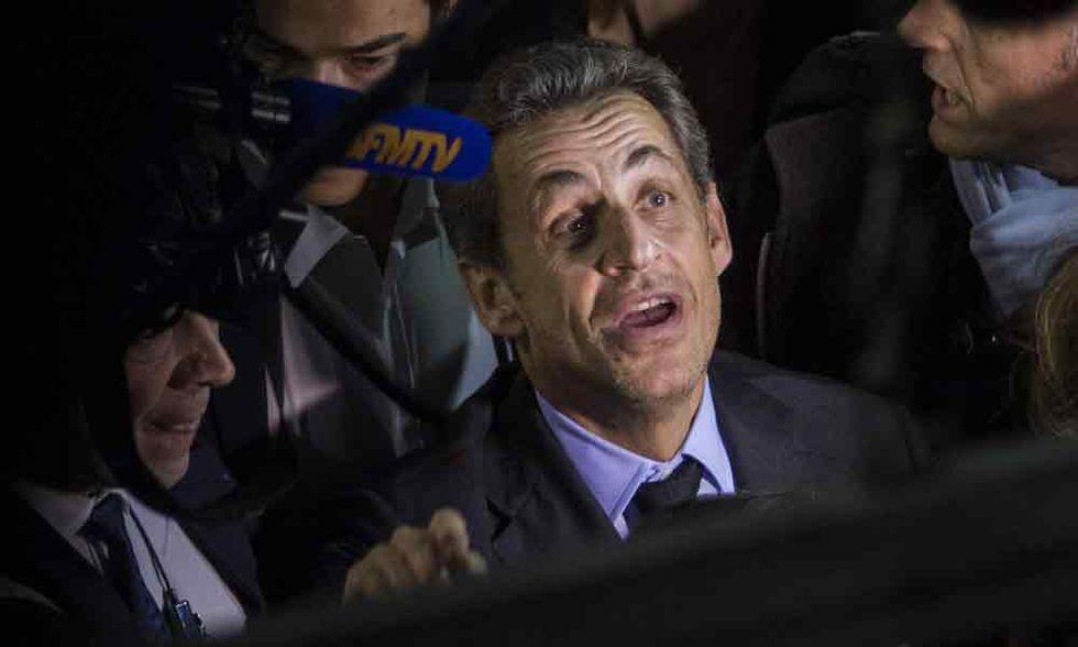 Sarkozy usava un cellulare sotto falso nome