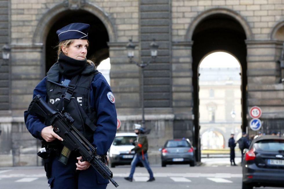 Parigi Louvre attacco