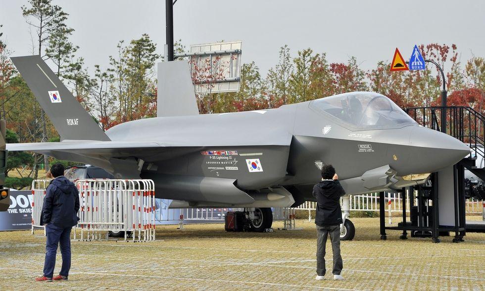 Gli F - 35 rimangono a terra. Perché comprarli?